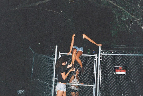 how to sneak into concert festival parties without invite
